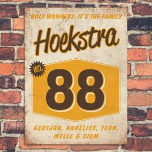 Naambord-Hoekstra-voordeur-wit-bruin-geel-koenmeloen