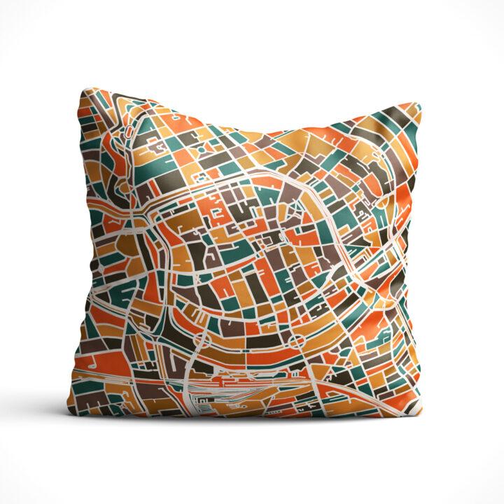 Sierkussen-mockup-vierkant-Groningen-oranje-bruin-koenmeloen