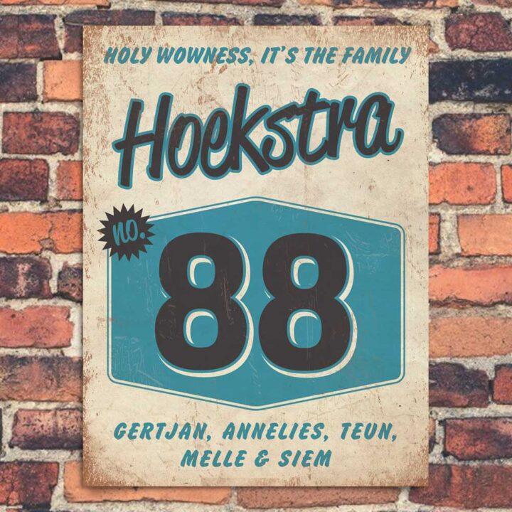 Vintage naambord-Hoekstra-voordeur-wit-zwart-blauw-koenmeloen