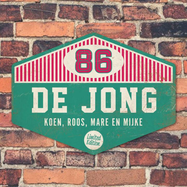 Naambord-de-jong-mint-roze-wit-muur-koenmeloen voordeur