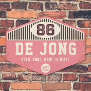 Naambord-de-jong-roze-wit-zwart-muur-koenmeloen voordeur