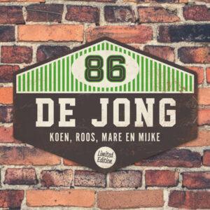 Naambord-de-jong-zwart-wit-groen-koenmeloen-muur koenmeloen voordeur