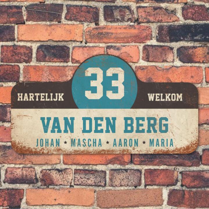 Van-den-Berg-naambord-koenmeloen-wit-zwart-blauw-muur rallybord