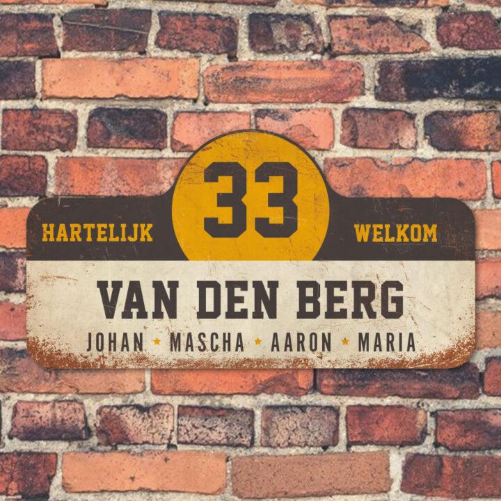 Van-den-Berg-naambord-koenmeloen-wit-zwart-geel-muur rallybord
