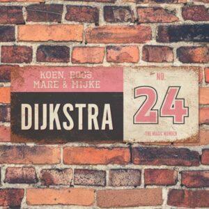 Koenmeloen-vintage-naambord-Dijksrta-zwart-roze-wit