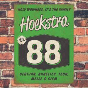 Naambord-Hoekstra-voordeur-groen-wit-zwart-koenmeloen