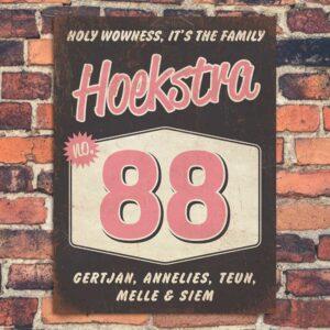 Naambord-Hoekstra-voordeur-zwart-roze-wit-koenmeloen