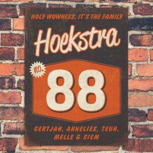Naambord-Hoekstra-voordeur-zwart-wit-oranje-koenmeloen