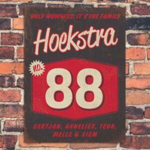Naambord-Hoekstra-voordeur-zwart-wit-rood-koenmeloen