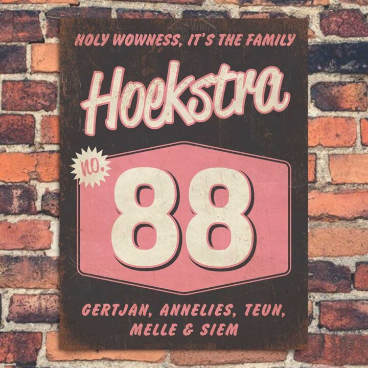 Naambord-Hoekstra-voordeur-zwart-wit-roze-koenmeloen