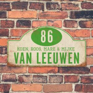 Naambord-Van-leeuwen-voordeur-koenmeloen-wit-groen-muur rallybord
