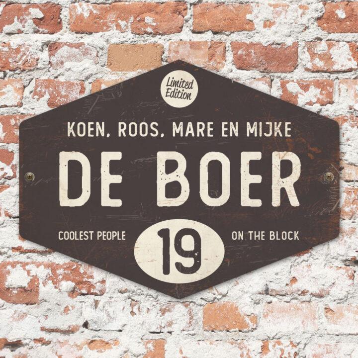 Naambord-de-boer-antraciet-wit-ruit-koenmeloen-vintage-muur