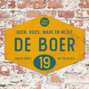 Naambord-de-boer-geel-petrol-blauw-ruit-koenmeloen-vintage-muur