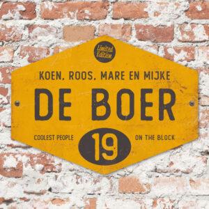 Naambord-de-boer-geel-zwart-ruit-koenmeloen-vintage-muur