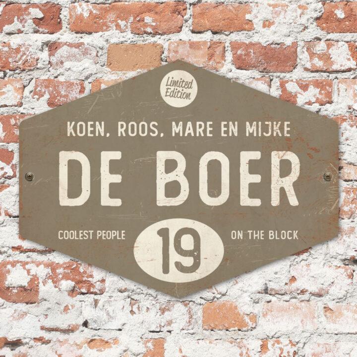 Naambord-de-boer-grijs-wit-ruit-koenmeloen-vintage-muur