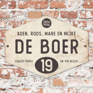 Naambord-de-boer-wit-antraciet-ruit-koenmeloen-vintage-muur