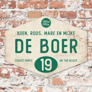 Naambord-de-boer-wit-donkergroen-ruit-koenmeloen-vintage-muur