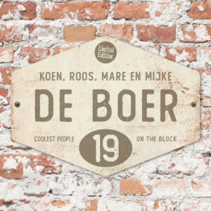 Naambord-de-boer-wit-grijs-ruit-koenmeloen-vintage-muur