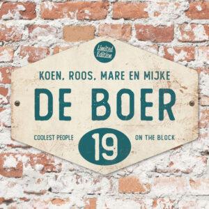Naambord-de-boer-wit-petrol-blauw-ruit-koenmeloen-vintage-muur