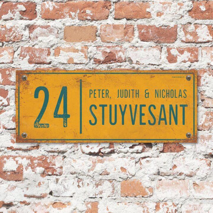 Naambord-Stuyvesant-vintage-koenmeloen-voordeur-geel-blauw