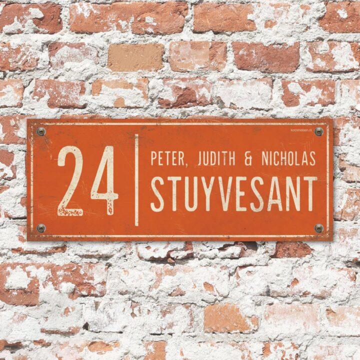 Naambord-Stuyvesant-vintage-koenmeloen-voordeur-oranje-wit