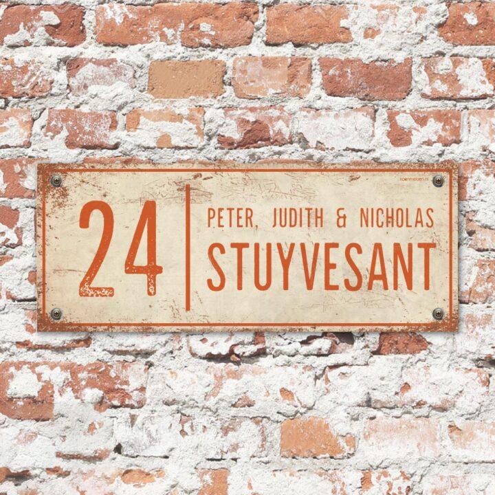 Naambord-Stuyvesant-vintage-koenmeloen-voordeur-wit-oranje