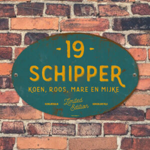 Naambord-Schipper-vintage-koenmeloen-voordeur-petrol-blauw-geel-muur