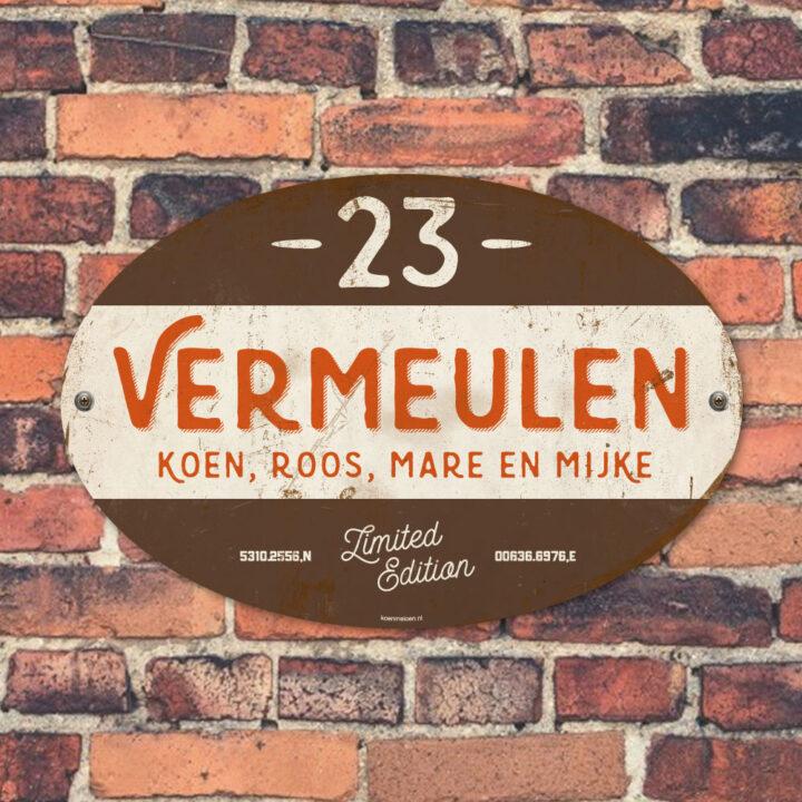 Naambord-Vermeulen-vintage-koenmeloen-voordeur-oranje-bruin-wit-muur