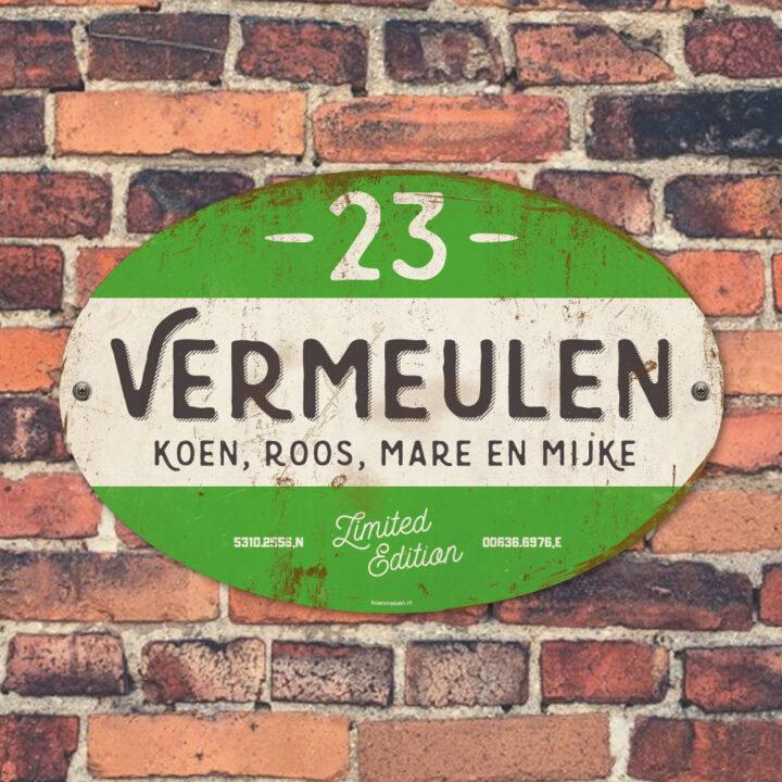 Naambord-Vermeulen-vintage-koenmeloen-voordeur-groen-zwart-wit-muur