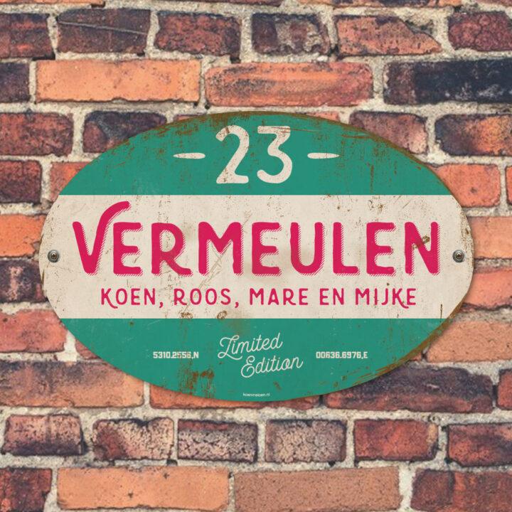 Naambord-Vermeulen-vintage-koenmeloen-voordeur-mint-roze-wit-muur