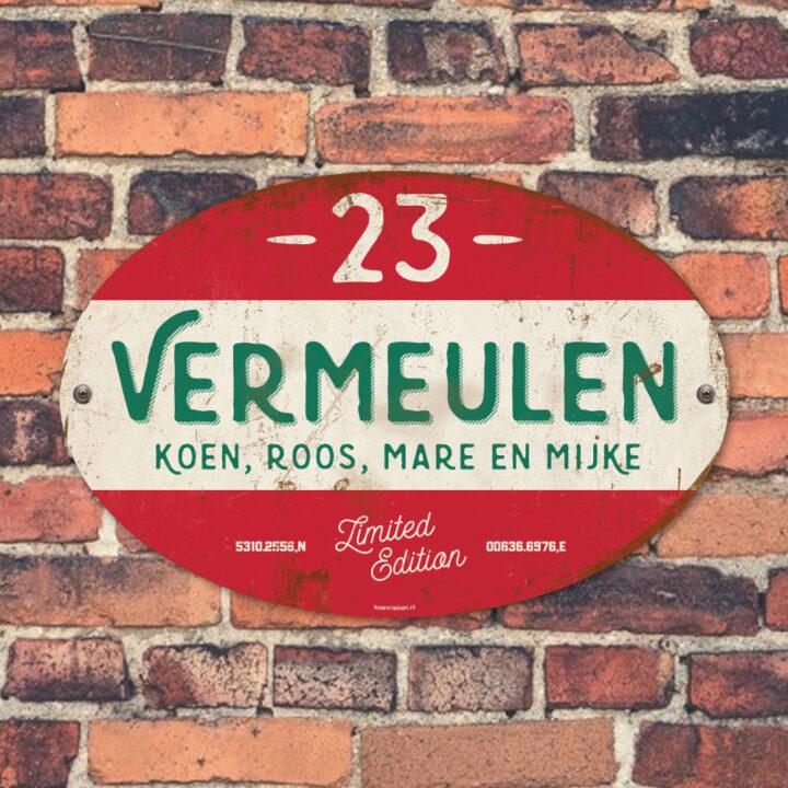 Naambord-Vermeulen-vintage-koenmeloen-voordeur-rood-groen-wit-muur