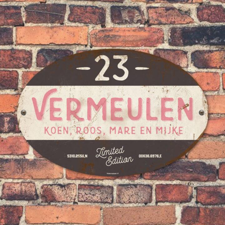 Naambord-Vermeulen-vintage-koenmeloen-voordeur-roze-zwart-wit