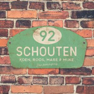 Naambord-Schouten-vintage-koenmeloen-voordeur-mint-wit