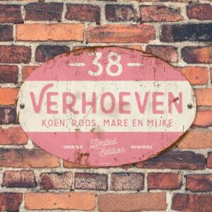 Naambord-Verhoeven-vintage-koenmeloen-voordeur-roze-wit
