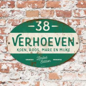 Naambord-Verhoeven-vintage-koenmeloen-voordeur-donker-groen-wit-muur